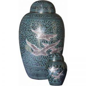 urne funéraire en laiton Retour à la maison offerte à faible coût par le Salon Funéraire Demers