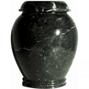 urne funéraire en marbre vert foncé présentée sous un format vase cinéraire pour accueillir les cendres d'un être cher