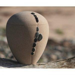 urne funéraire en sable avec galets décoratifs faite au Québec