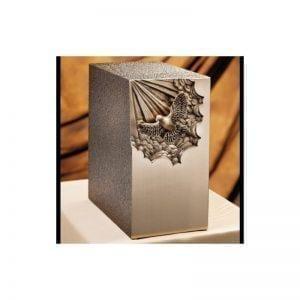 urne funéraire en bronze avec façade colombe sculptée pour hommage au défunt